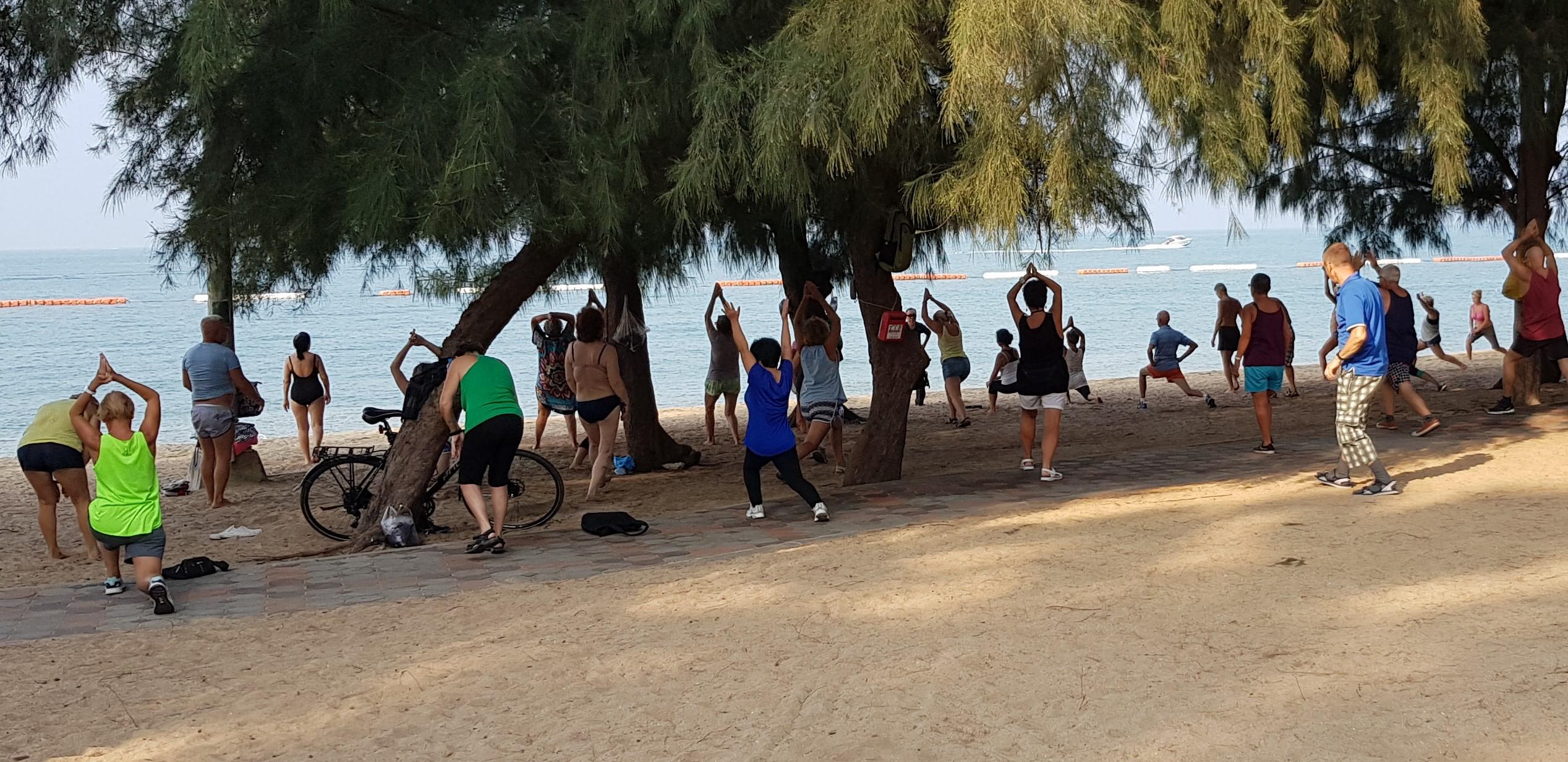 Tai Chi les op het strand