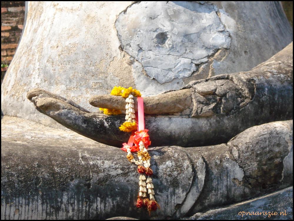 detail van boeddhabeeld in sukhothai